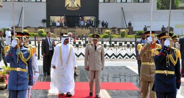 الفريق أول صدقى صبحى يستقبل نائب القائد الأعلى للقوات المسلحة الإماراتية ولى عهد أبو ظبى و يضع إكليل من الزهور على قبر الجندى المجهول