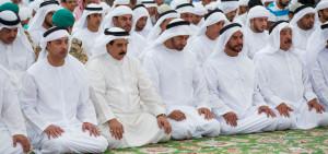 محمد بن زايد وملك البحرين يؤديان صلاة الغائب على شهداء الوطن